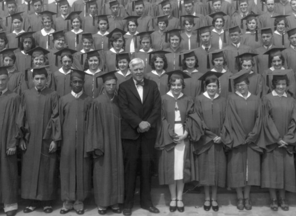 Graduation picture of students from the 1930s